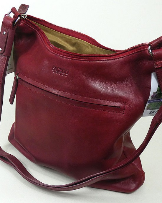 Fundo Leather Shoulder Bag in Caracas Red